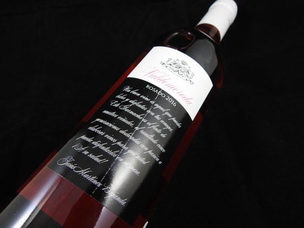 Tilbageholdende og spinkel rosé